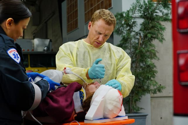 King of Trauma - Grey's Anatomy Season 13 Episode 15