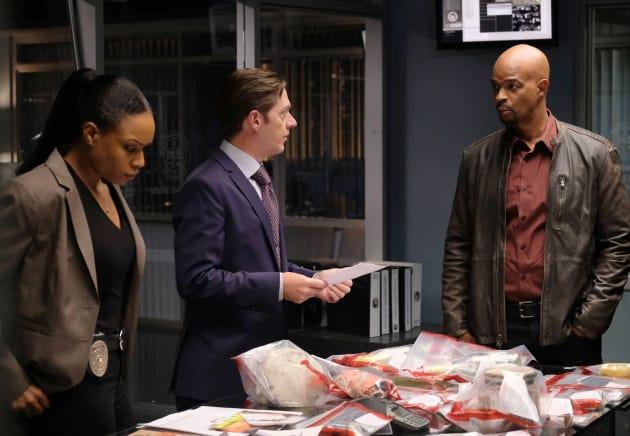 Bailey to the Rescue - Lethal Weapon Season 1 Episode 13