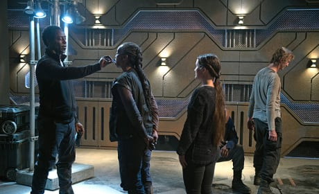 Jaha Passing Out ALIE Chips - The 100 Season 3 Episode 6