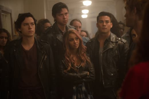 Moving In - Riverdale Season 2 Episode 10