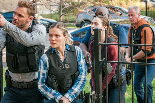 All Hands on Deck - Chicago PD Season 5 Episode 6