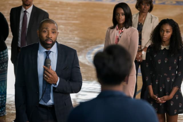 A Tense Moment - Black Lightning Season 1 Episode 2