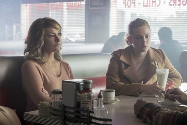 Welcoming Back A Frenemy - Riverdale Season 2 Episode 8