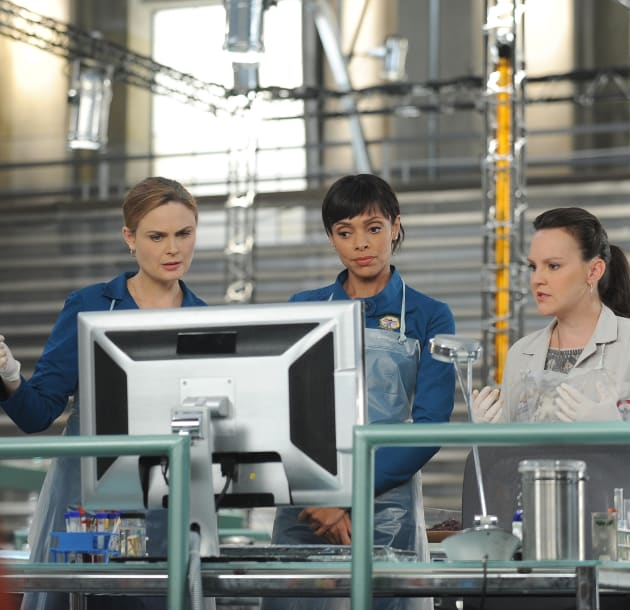 Brennan, Cam, and Daisy Review Evidence Connected to a Murder - Bones Season 10 Episode 8