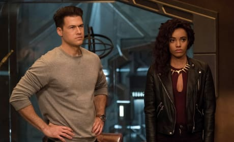 Keeping The Team Dynamic - DC's Legends of Tomorrow Season 3 Episode 10