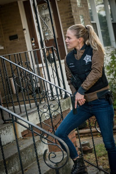 Upton Back in Action  - Chicago PD Season 8 Episode 2