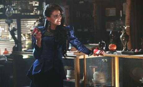 Rotten Apple - Once Upon a Time Season 6 Episode 4