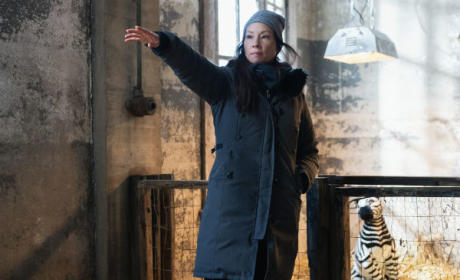 Lucy Liu directing on Elementary Season 3 Episode 14