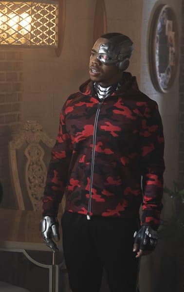 Cyborg on the Scene - Doom Patrol Season 2 Episode 8