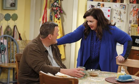 Molly Becomes Paranoid - Mike & Molly