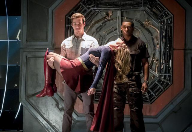 Alien Arrival - The Flash Season 3 Episode 17