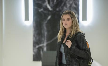Clarke Arrives at the Lab – The 100 Season 4 Episode 7