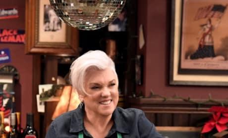 Phyllis Runs the Bar - Murphy Brown Season 11 Episode 13