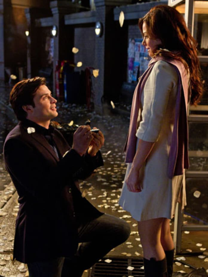 when do lois and clark start dating in smallville