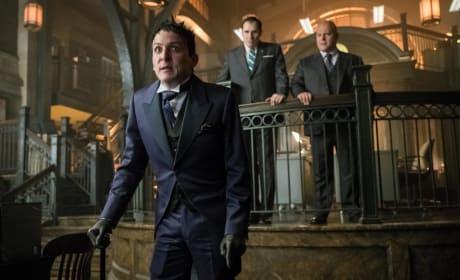 Attention! Attention! - Gotham Season 3 Episode 1