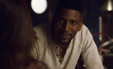 Vincent, Here to Help? - The Originals Season 2 Episode 22