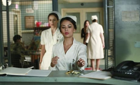 Nursing Around - Pretty Little Liars Season 5 Episode 12