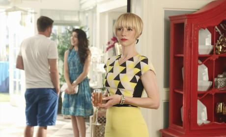 Still in the Hamptons - Revenge Season 4 Episode 1