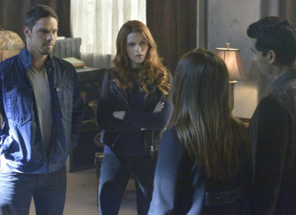 Watch Beauty and the Beast Season 2 Episode 8 Online
