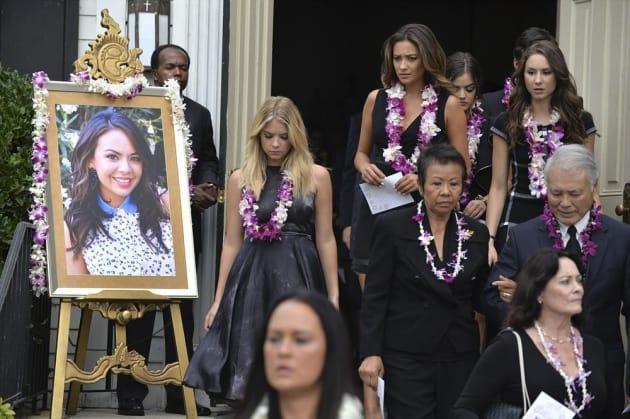 Mona's Funeral - Pretty Little Liars Season 5 Episode 14