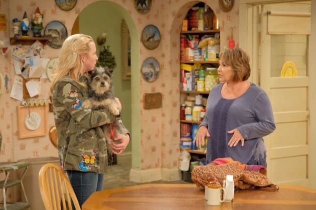 Becky And Roseanne - Roseanne Season 10 Episode 4