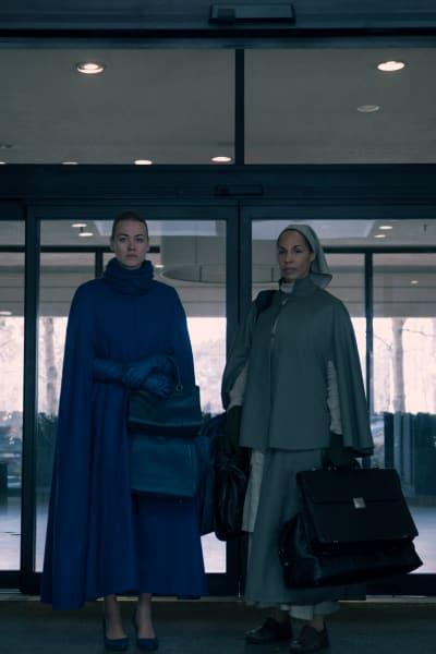 Rita and Serena Waiting - The Handmaid's Tale Season 3 Episode 11