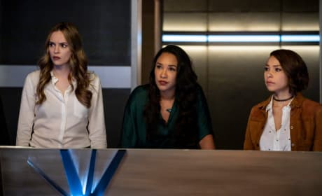 The Females of Team Flash - The Flash Season 5 Episode 10