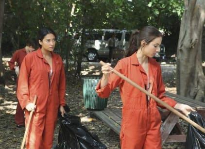 Watch Pretty Little Liars Season 2 Episode 14 Online