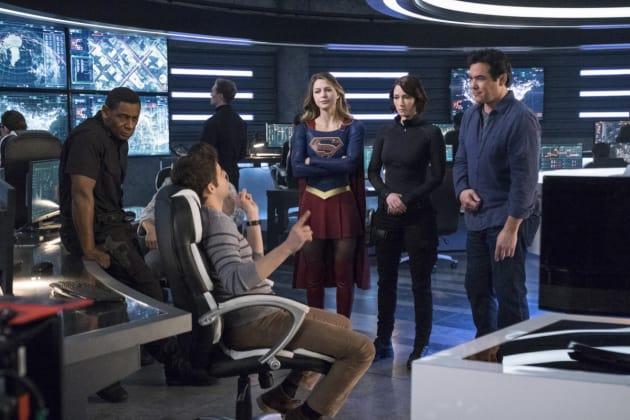 Winn Leads - Supergirl Season 2 Episode 14