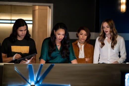 Team Flash Anxiously Awaits - The Flash Season 5 Episode 10