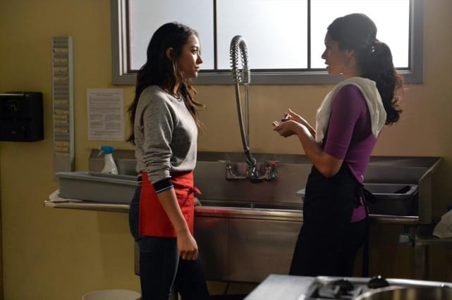 Doing Dishes - Pretty Little Liars Season 5 Episode 19