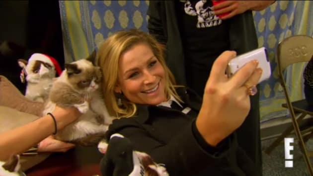 Selfie with Grumpy Cat - Total Divas