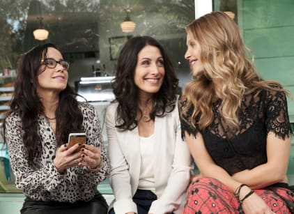Watch Girlfriends' Guide to Divorce Season 1 Episode 1 Online