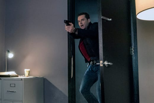 Entering At Gunpoint - Chicago PD Season 4 Episode 10