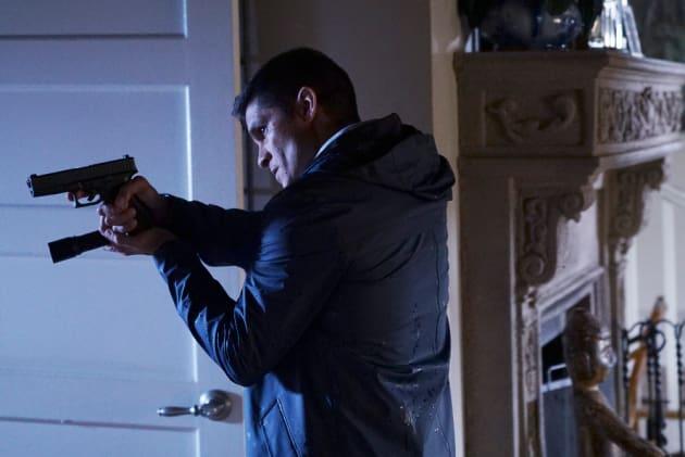 I've Got A Gun! - Pretty Little Liars Season 7 Episode 9