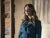 Alison Investigates a Suicide - PLL: The Perfectionists