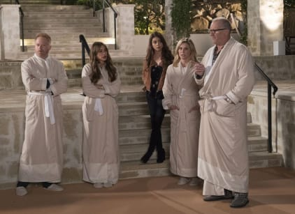 Watch Modern Family Season 9 Episode 16 Online