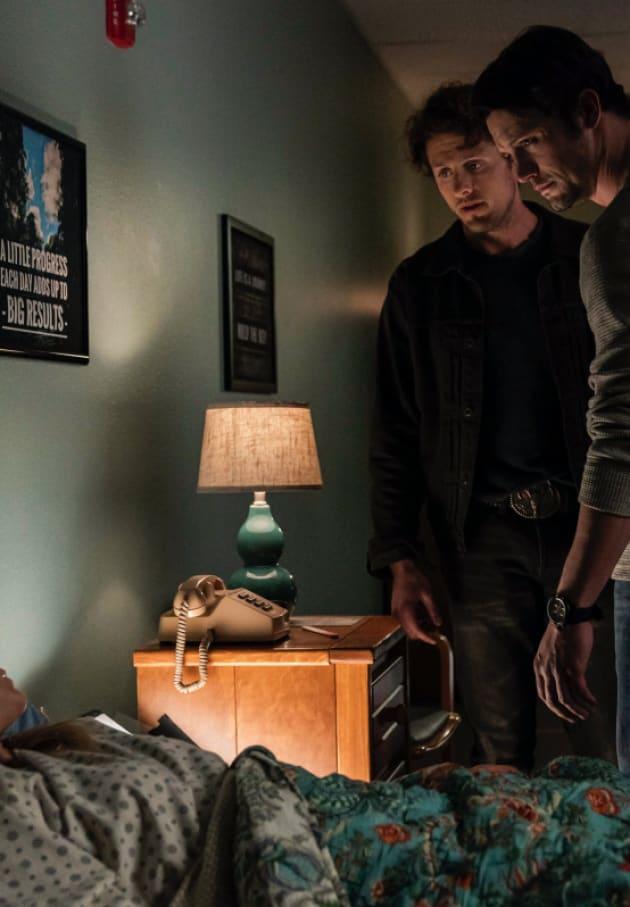Saving Isobel - Roswell, New Mexico Season 1 Episode 8