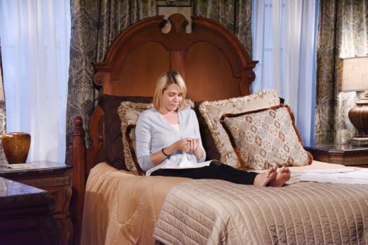 Nicole Takes Off Her Ring - Days of Our Lives