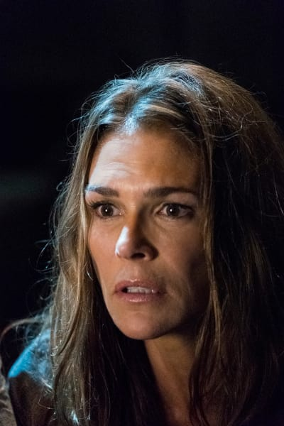 Abby Griffin in the Bunker - The 100 Season 5 Episode 2
