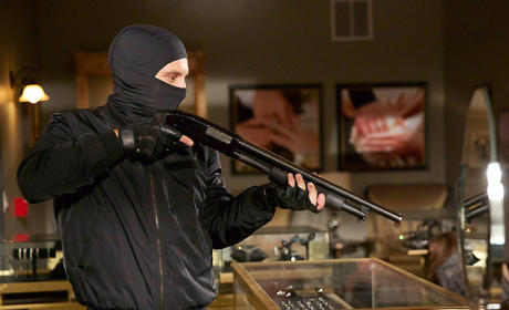 Hunter Holdup - Agents of S.H.I.E.L.D. Season 3 Episode 9