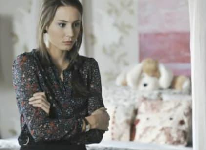 Watch Pretty Little Liars Season 2 Episode 21 Online