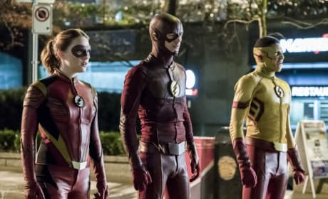 Uncertain Heroes - The Flash Season 3 Episode 14