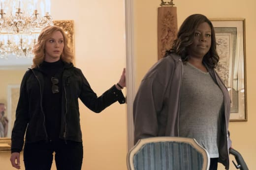 Looking On- Good Girls Season 1 Episode 2