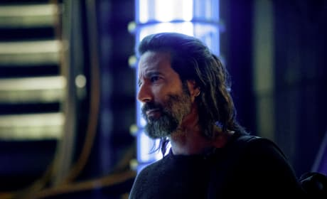 Kane Gearing Up For Peace - The 100 Season 5 Episode 8