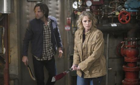 Sam and Mary hunt for more vampires - Supernatural Season 12 Episode 14