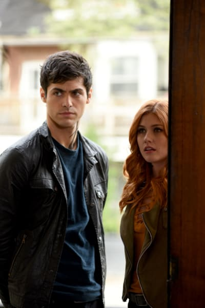 The Team Regroups - Shadowhunters
