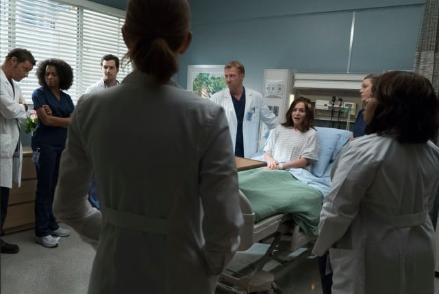 Rallying the Team - Grey's Anatomy Season 14 Episode 4