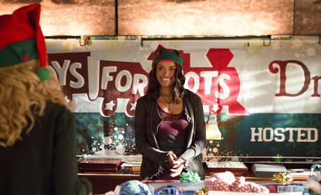 Spreading Holiday Cheer - The Vampire Diaries Season 7 Episode 9