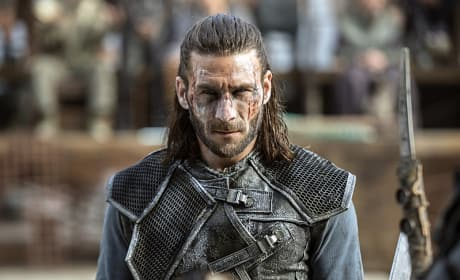 Roan Ready to Fight - The 100 Season 3 Episode 4